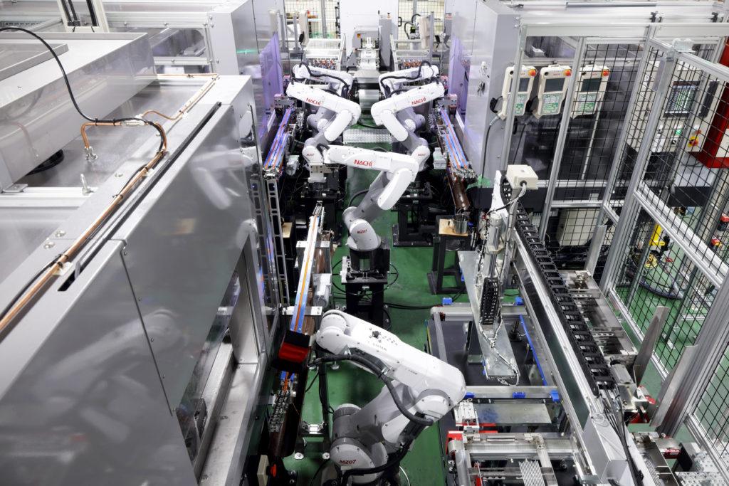 ロボット導入したいけど…という方へ 多数の導入実績を持つ専門商社がサポート